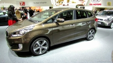 2013 KIA Carens Diesel at 2012 Paris Auto Show