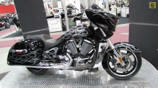 2013 Victory Cross Country Custom at 2013 Quebec Motorcycle Show